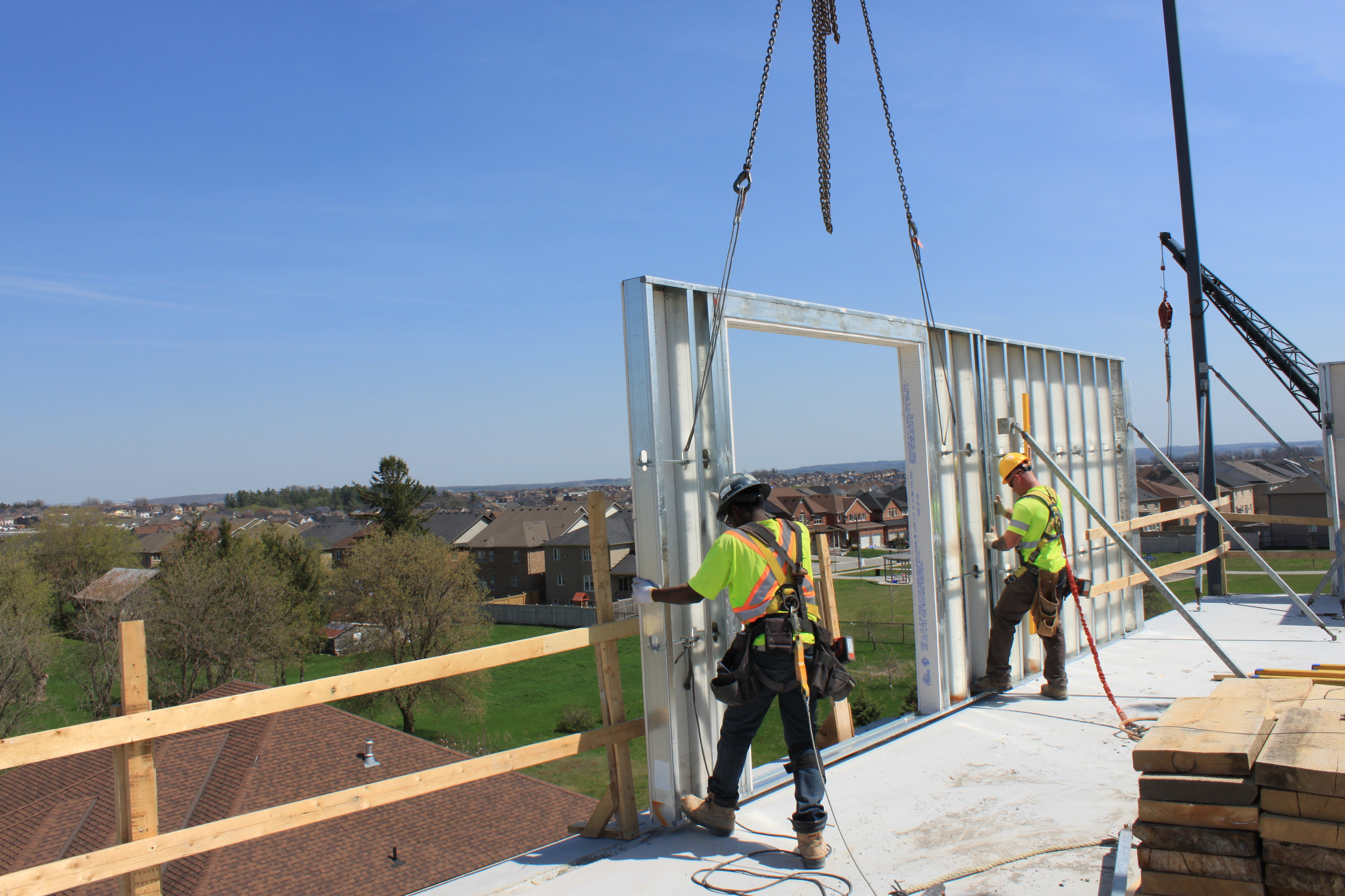Comslab and comwall (Prefab) being installed